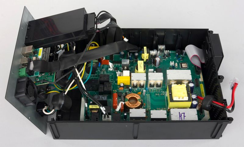 Внутреннее устройство ИБП Eaton.jpg